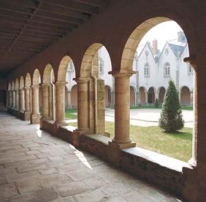 Témoignage de féminisation autour d'un monastère d'hommes.