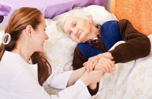 maison-de-retraite-femme-heureuse