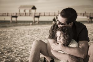 Le féminisme de père à fille : comment éviter ce rapport malsain