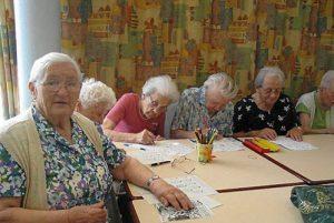 L'indépendance des femmes a débouché sur leur maltraitance en maison de retraite