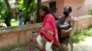 Elle traîne son père sur 1200km en vélo